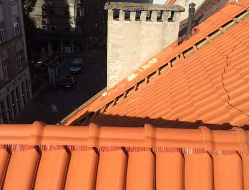 Ēkas jumta remontdarbi
